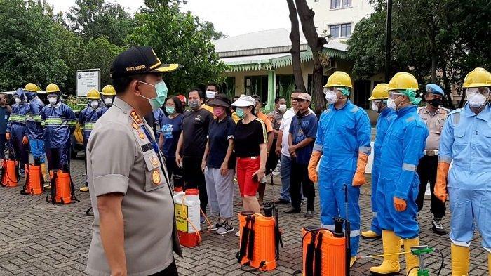 100 Anggota Polres Metro Jakarta Utara Jadi Pasukan Penyemprot Disinfektan Cegah Covid-19