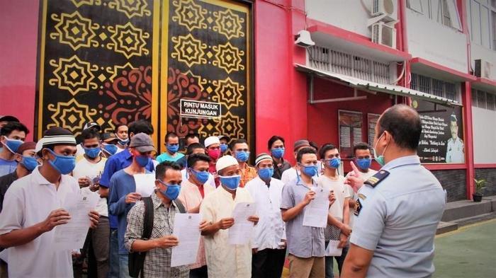 ASIMILASI Covid-19, 133 Warga Binaan di Lapas Cikarang Bekasi Dibebaskan