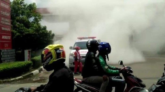 Kebakaran Landa SPBU di Pinang Tangerang, Petugas Berjibaku Padamkan Api Orang-orang Kalang Kabut