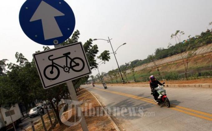 Jalur Sepeda KBT Harus Ditutup Penghalang Jalan