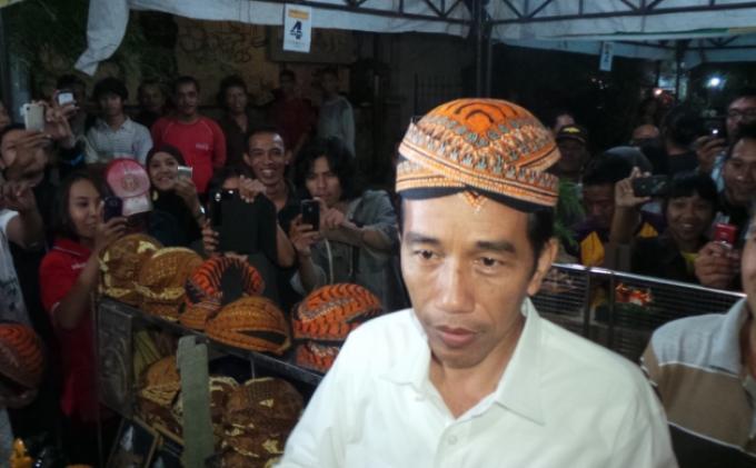 Jokowi di pasar malam