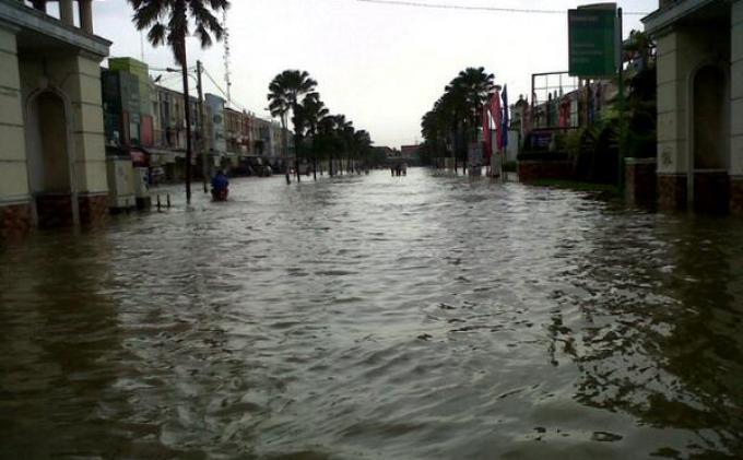 BREAKING NEWS: Terdapat 8 Titik Genangan Banjir Kota Bekasi Minggu (7/2) Akibat Hujan Deras