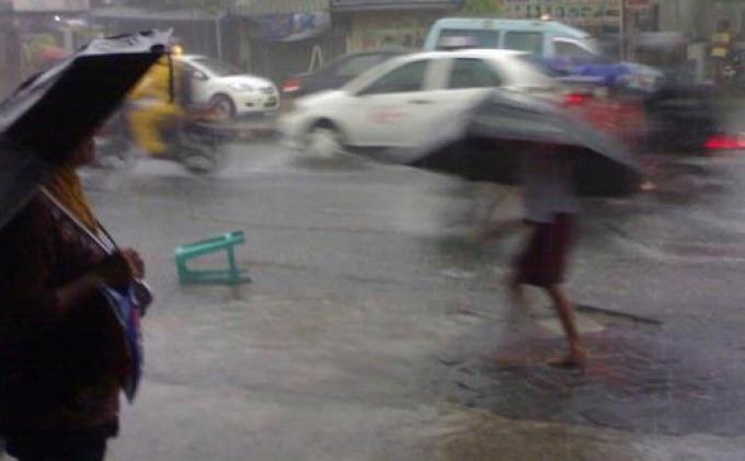 PERINGATAN Dini BMKG, Potensi Hujan Disertai Petir dan Angin Kencang di Jabodetabek Senin (8/2/2021)