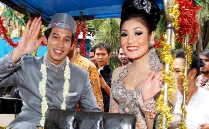 Askara Parasady Harsono dan Nindy Ayunda saat menikah.