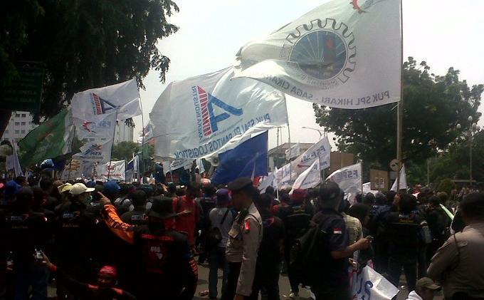 Seluruh Buruh FSPMI Menolak Pergub Unjuk Rasa