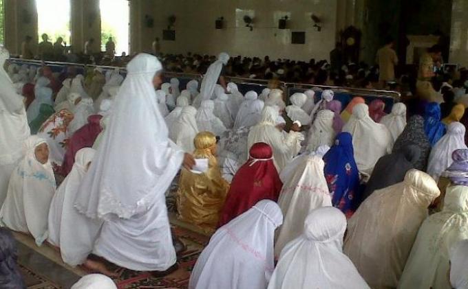 Inilah Aturan yang Tepat Shalat Zuhur Bagi Wanita di Hari Jumat, Penjelasan Buya Yahya