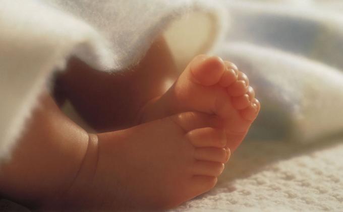 Video Polisi Tarik Paksa Bayi Saat Menyusui Viral di Medsos, Sang Ibu Menjerit Histeris: Bayiku!