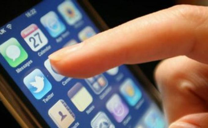 Apa Dampak Main Ponsel Sebelum Tidur? Berikut Penjelasannya