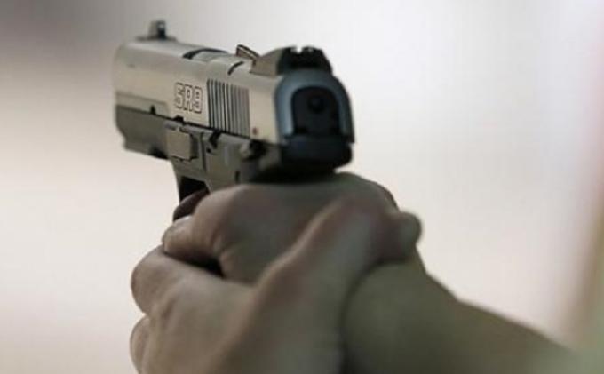 Aksi Koboi Pria Bawa Fortuner, Tabrak Wanita Pengendara Motor di Duren Sawit, Malah Acungkan Pistol