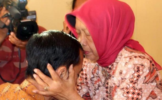 Jenazah Sujiatmi Ibunda Jokowi Dibawa ke Rumah Duka, Suasana Haru Menyelimuti