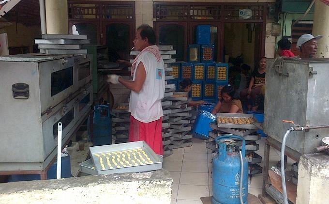 Harga Bahan Baku Naik, Harga Kue Kering di Pabrik Ini Tetap