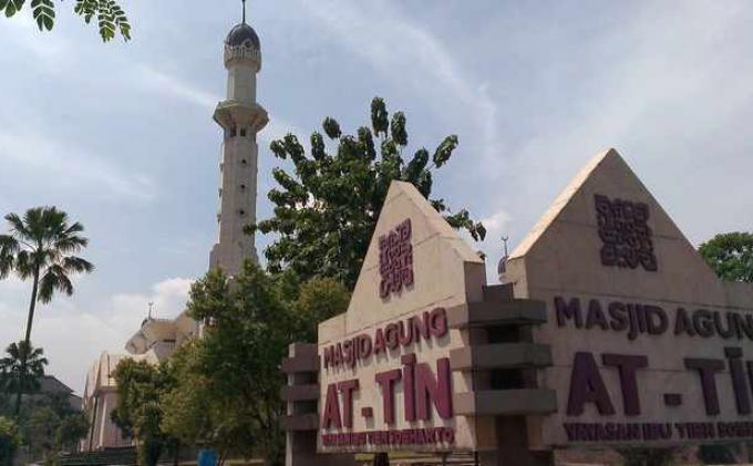 Masjid At Tin Potong Hewan Kurban 23 Ekor Sapi Sumbangan dari Keluarga Cendana