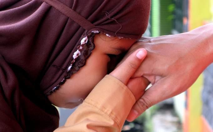 Breaking News: Lebaran Cium Tangan Tak Masalah Asal Sehat