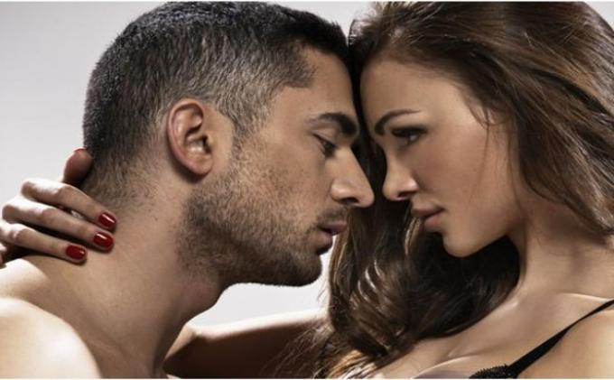 Rutin Berpelukan dan Ciuman Bikin Pasangan Langgeng