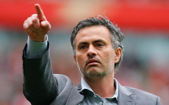 Jabat Tangan dengan Lambert, Mourinho Tak Menyesal