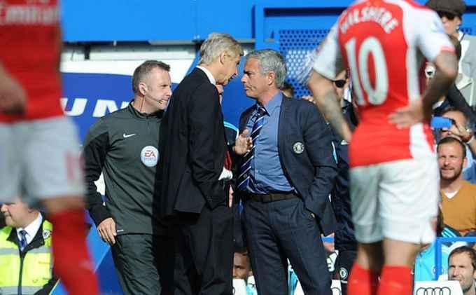 Wenger Bebas dari Sanksi FA meski Sikut Mourinho