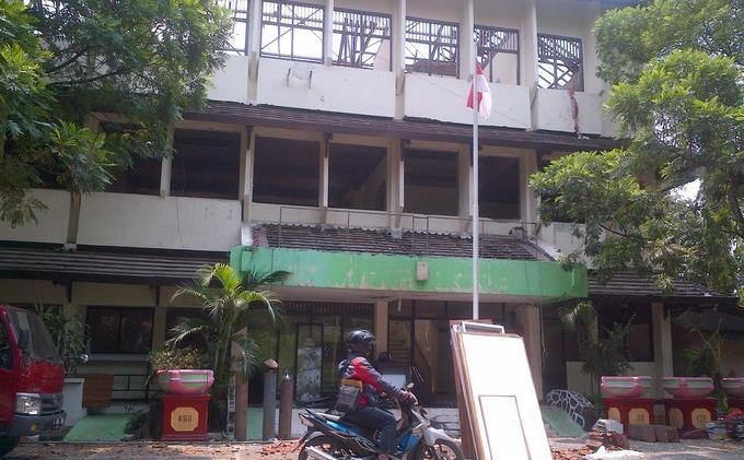 Warga Terkecoh Kantor Kelurahan Kelapa Gading Barat Pindah