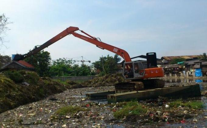 Antisipasi Jalan Amblas, Bantaran Kali Cakung Lama Diusulkan Dipasangi Sheet Pile