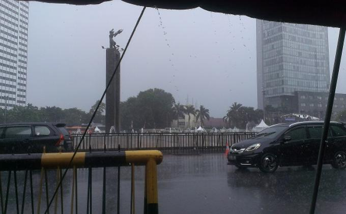 Peringatan Dini, Prakiraan Cuaca DKI Jakarta 24-26 Februari 2021, Potensi Hujan Deras, Angin Kencang