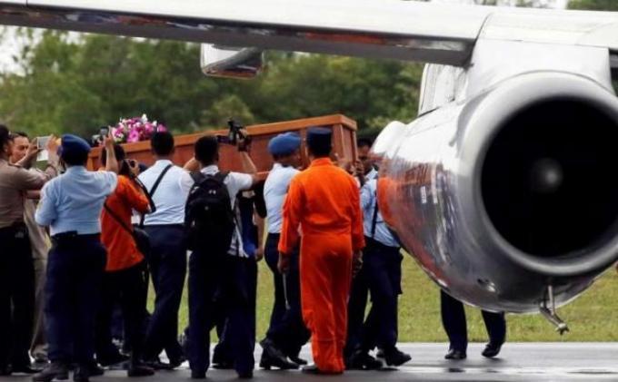 8 Jenazah Korban Air Asia Diterbangkan ke Pangkalan Bun