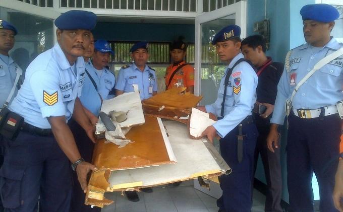 Puing Sayap Pesawat Air Asia Ditemukan