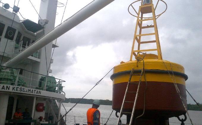 Pelampung Cari Air Asia Itu Sudah Ada di Atas Kapal