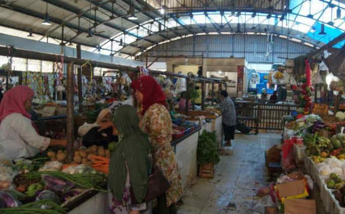 Danamon dan Adira Bantu 30 Pasar Rakyat di Jakarta