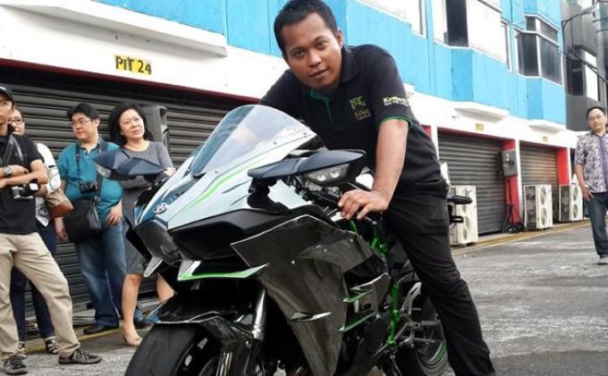 Wow, Pria Asal Lombok Ini Beli Ninja H2 Rp 580 Juta Tunai