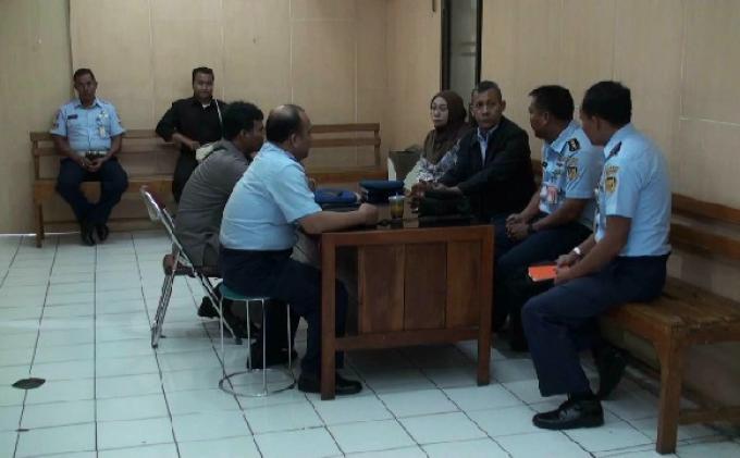 Polisi dan Ayah Akseyna Ditantang Sumpah Pocong oleh Penjaga Rumah Kos