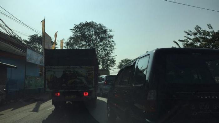 09:25 Jalan Raya Husein Sastranegara Tangerang Padat