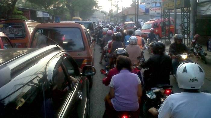 Pukul 06.51 WIB Arus Lalin Jalan Raya Pondok Gede Tak Bergerak