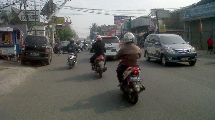 Pukul 09.15 WIB Jalan Raya Jatiwaringin Lengang