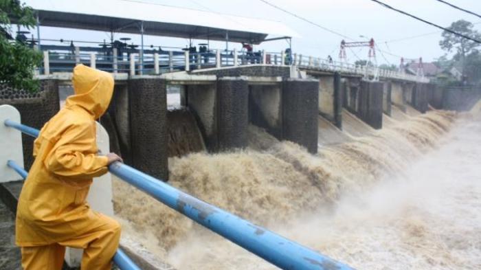 Tinggi Muka Air Empat Pintu Air di Jakarta Status Siaga 3, Warga Ibu Kota Diminta Waspada Banjir