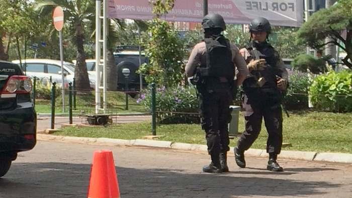 PHOTO BREAKING NEWS: Karyawan Pelindo Kaget Kedatangan Petugas Bersenjata