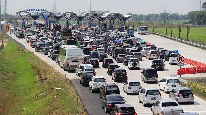 Antrean di Gerbang Tol Cipali-Palikanci pun Sampai Satu Kilometer
