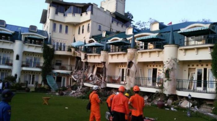 Babysitter Terjebak Reruntuhan Bangunan selama 15 Jam