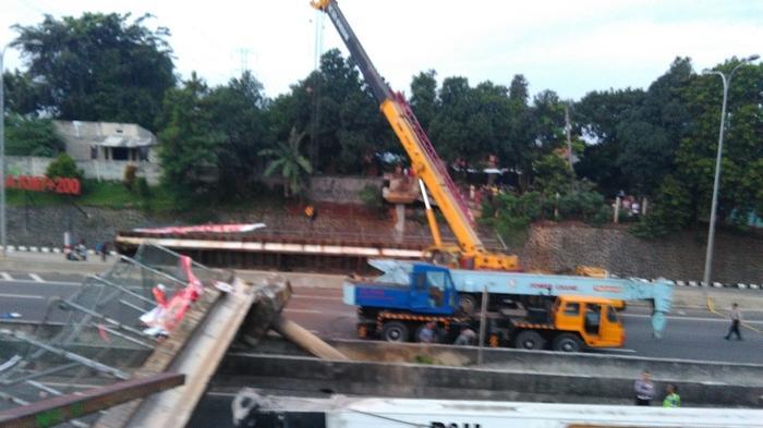 Jembatan di Jalur Tol BSD Arah Bintaro belum Bisa Dievakuasi