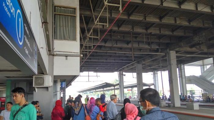 Hari Pertama Kerja Stasiun Depok Baru Mulai Ramai