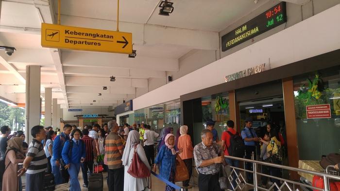 BREAKING NEWS: Penerbangan di Bandara Halim Perdanakusuma Ditunda