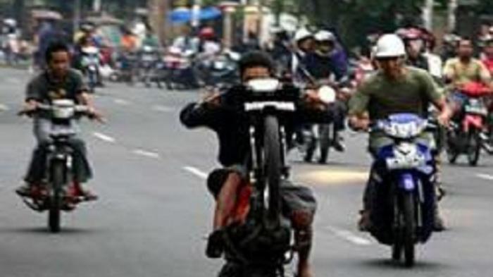 Ratusan Pemuda Gelar Balap Liar setelah Buka Sekat di Jalan Jenderal Sudirman, 70 Orang Ditilang