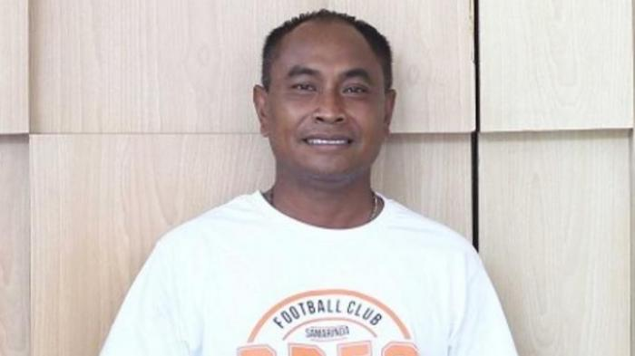 Kas Hartadi pelatih tim Liga 2 Dewa United FC tetap menjalankan program latihan di masa PPKM Darurat