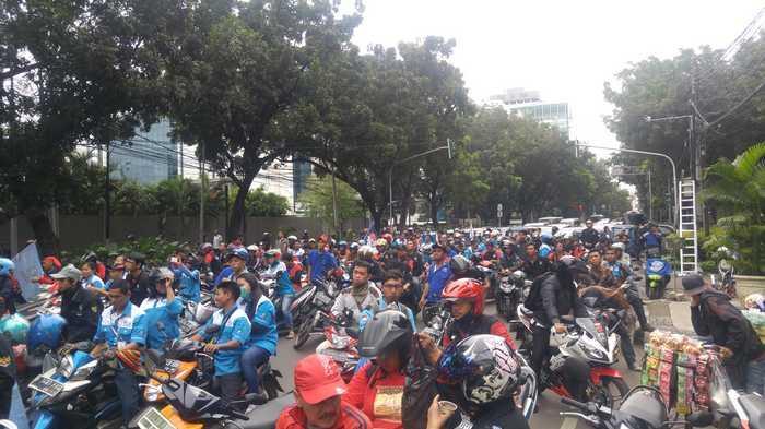 Jalan Kebon Sirih yang dipadati pendemo buruh pada Rabu (12/10/2016) pukul 14.01 WIB.