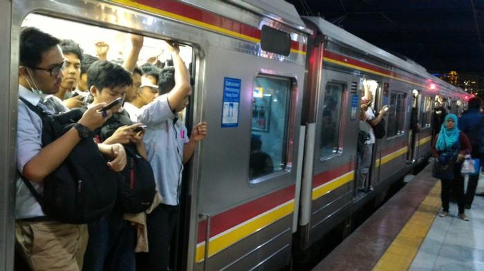 Pengguna KRL Dihimbau Beli Tiket Pulang-Pergi