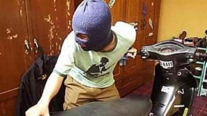 Gagal Bawa Kabur Sepeda Motor, Pria Ini Nyaris Babak Belur Diamuk Warga di Tambora