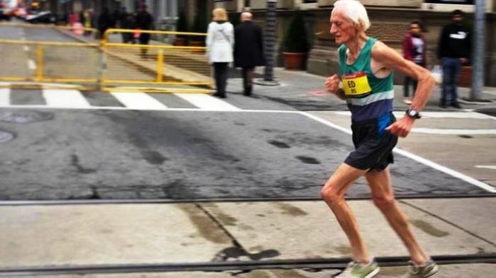 Kakek Usia 85 Tahun Sanggup Lari Sejauh 42 Kilometer Selama Kurang dari Empat Jam