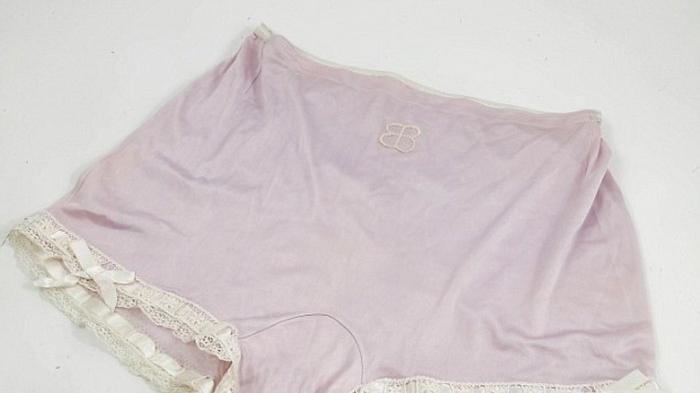 Wow, Celana Dalam Istri Adolf Hitler Dilelang Rp 54 Juta, Lihat Warna dan Tampilannya