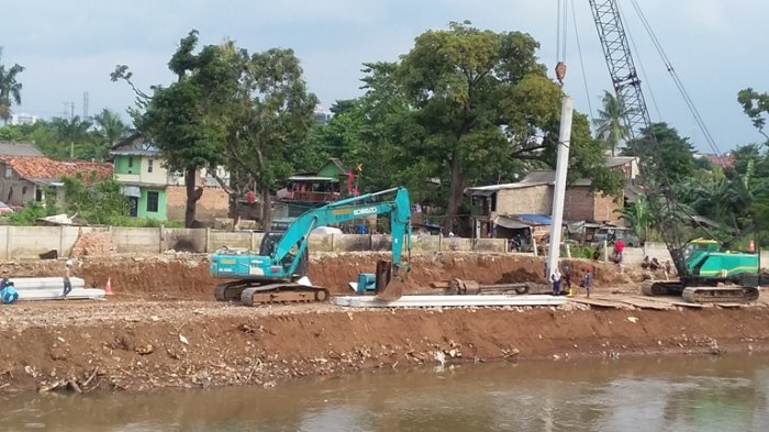 Sudah Mandek 3,5 Tahun, Anies Ditanya Soal Komitmen Normalisasi Sungai