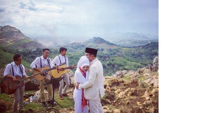 Romantisnya Kang Emil Rayakan 20 Tahun Pernikahan, Netizen Baper