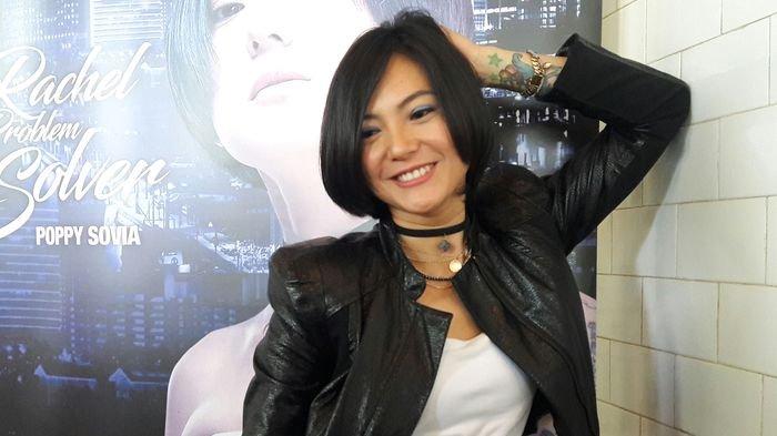 Poppy Sovia Kesulitan Logat Surabaya