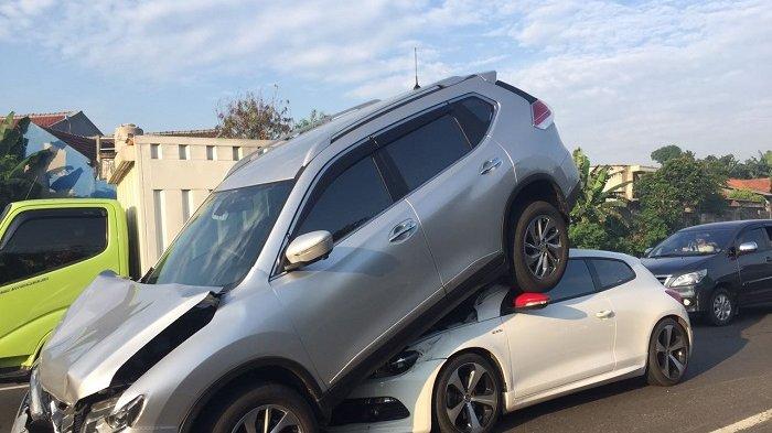 Kecelakaan Beruntun di Tol BSD ke Pondok Indah, Nissan Naik ke Kap VW